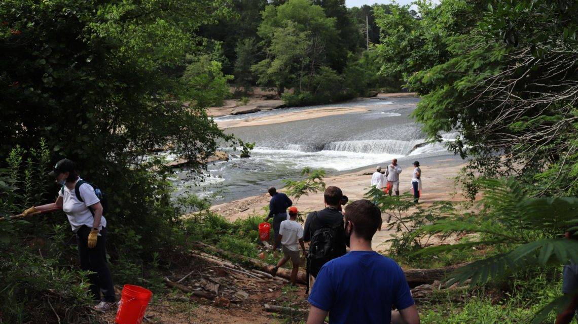 Citizens of Georgia Power Volunteers Clean Up South River